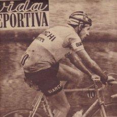 Coleccionismo deportivo: COPPI CAMPEÓN VUELTA ITALIA VIDA DEPORTIVA 1952. Lote 251610465