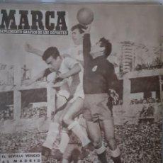 Coleccionismo deportivo: MARCA SUPLEMENTO GRÁFICO DE LOS DEPORTES NÚMERO 790. 21DE ENERO DE 1958. Lote 261995150