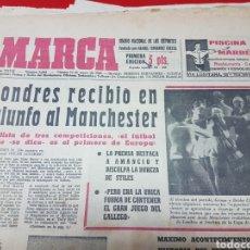 Coleccionismo deportivo: DIARIO MARCA LONDRES RECIBIÓ EN TRIUNFO AL MANCHESTER. Lote 262175140