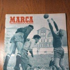 Coleccionismo deportivo: SEMANARIO MARCA N°571. AÑO 1953 ESPAÑA 2 SUECIA 2. EN EL ESTADIO DE SAN MAMES ,. Lote 274872103