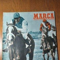 Coleccionismo deportivo: SEMANARIO MARCA N° 564 1953. AT .MADRID 1 R.SOCIEDAD 1. FLORENCE CHANDWICK CRUZÓ EL ESTRECHO. Lote 274857553