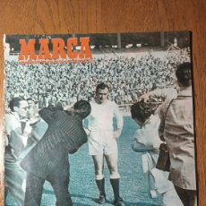 Coleccionismo deportivo: SEMANARIO MARCA N°565.1953.DEBUT DE DI STEFANO EN CHAMARTIN R.MADRID 4 SANTANDER 2.VICTORIA DEL JAEN. Lote 274862338