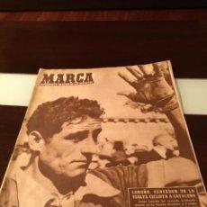 Coleccionismo deportivo: PERIODICO MARCA LOGROÑO VENCEDOR DE LA VUELTA CICLISTA A CATALUÑA 1957. Lote 290319708