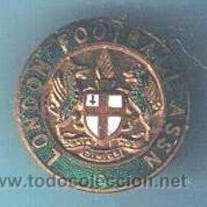 Coleccionismo deportivo: LONDON FOOTBALL ASSN. INSIGNIA ESMALTADA. ANTERIOR A 1970.. Lote 23603958