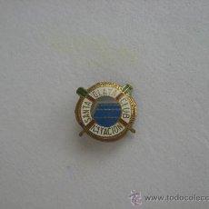 Coleccionismo deportivo: INSIGNA PIN DEL CLUB NATACION SANTA OLAYA, GIJON. HACIA 1950-60.. Lote 26931459