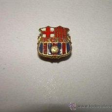 Coleccionismo deportivo: ANTIGUA INSIGNIA DEL F.C.BARCELONA (F.C.B.). Lote 20461407