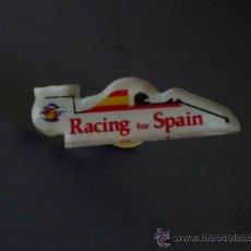 Coleccionismo deportivo: PIN DE LA FEDERACION ESPAÑOLA DE AUTOMOBILISMO RACING FOR SPAIN - DIFICIL DE ENCONTRAR. Lote 23585725