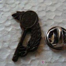 Coleccionismo deportivo: PIN DE DEPORTE. TENIS. RAQUETA Y LAURELES. . Lote 21217595