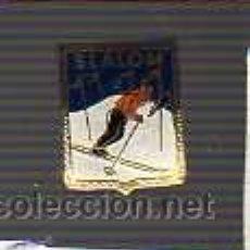 Coleccionismo deportivo: BUEN PIN DE SLALOM ALTA MONTAÑA ESQUI NIEVE - ESMALTADO. Lote 25430813