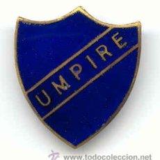 Coleccionismo deportivo: ANTIGU PIN UMPIRE. Lote 25882086