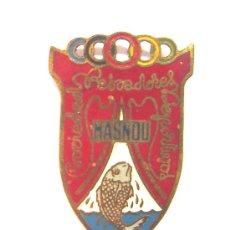 Coleccionismo deportivo: CHAPA INSIGNIA SOCIEDAD PESCADORES DEPORTIVOS MASNOU. Lote 28875720