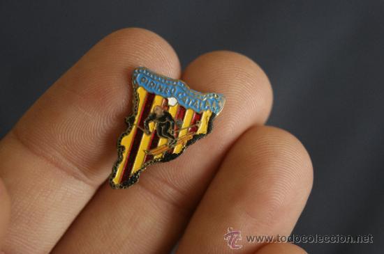 Coleccionismo deportivo: pareja de insignia de Esqui antiguas. Pirinero Catalan. Pirineu. - Foto 2 - 34510279