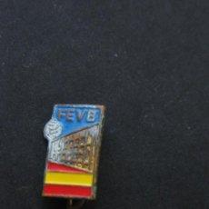 Coleccionismo deportivo: FEDERACIÓN ESPAÑOLA DE VOLEIBOL. PIN AGUJA. AÑOS 60.. Lote 35480294