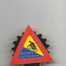 Coleccionismo deportivo: INSIGNIA PIN CICLISMO - BICICLETA -GRIMPEE DU RELAIS C.T.CHAMBERY - ES DE AGUJA MEDIDA GRANDE . Lote 35635652