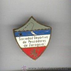 Coleccionismo deportivo: INSIGNIA - PIN DE AGUJA SOCIEDAD DEPORTIVA DE PESCADORES DE ZARAGOZA. Lote 35636788