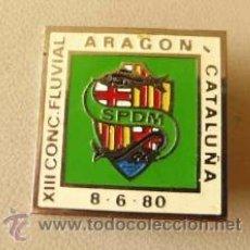 Coleccionismo deportivo: AGUJA INSIGNIA PIN DEL XIII CONCURSO DE PESCA FLUVIAL ARAGÓN Y CATALUNYA 8 DE JUNIO DE 1980 SPDM. Lote 36511507