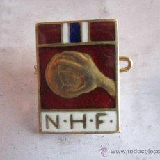 Coleccionismo deportivo: ANTIGUO PIN/INSIGNIA DEPORTES. BALONMANO NHF. Lote 36606156