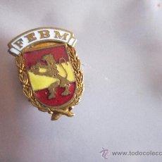 Coleccionismo deportivo: ANTIGUO PIN/INSIGNIA DEPORTES. FEBM. REAL FEDERACION ESPAÑOLA DE BALONMANO. Lote 36607766