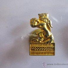 Coleccionismo deportivo: ANTIGUO PIN/INSIGNIA DEPORTES.BALONMANO. Lote 36608688