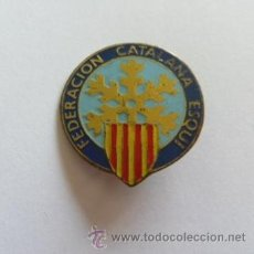 Coleccionismo deportivo: AGUJA INSIGNIA DE LA FEDERACIÓN CATALANA DE ESQUI NIEVE. Lote 36867633