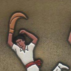Coleccionismo deportivo: PIN DE DEPORTES-PELOTA-SECCION DE CESTA PUNTA. Lote 38186577