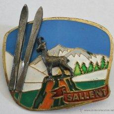 Coleccionismo deportivo: RARO PIN / AGUJA DE ESQUI - SALLENT (LATON, 5X5CM APROX). Lote 39459370