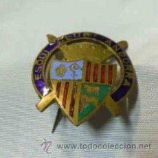 Coleccionismo deportivo: INTERESANTE I VIEJA INSIGNIA ESMALTADA -PIN- DEL ESQUI CLUB DE ANDORRA . Lote 39901160