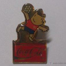 Coleccionismo deportivo: PIN COCA COLA BARCELONA 92. COBI BALON MANO.. Lote 39997413