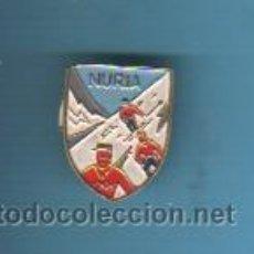 Coleccionismo deportivo: PIN INSIGNIA DE ALTA MONTAÑA NIEVE ESQUI - NURIA. Lote 41292711