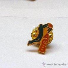 Coleccionismo deportivo: PIN ACB (ASOCIACIÓN CLUB BALONCESTO ESPAÑOLA). Lote 35520756