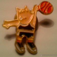 Coleccionismo deportivo: PIN - COBI - BASKET -. Lote 41758912