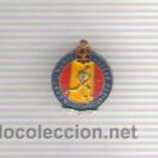 Colecionismo desportivo: PIN INSIGNIA - DEL X CAMPEONATO DEL MUNDO DE HOCKEY SOBRE PATINES -MAYO 1954 BARCELONA. Lote 43218450