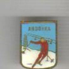 Coleccionismo deportivo: PIN INSIGNIA DE ALTA MONTAÑA ESQUI NIEVE - ANDORRA. Lote 43531804