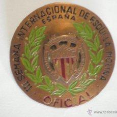Coleccionismo deportivo: 1953 INSIGNIA III SEMANA INTERNACIONAL ESQUI. LA MOLINA. OFICIAL. CENTRO EXCURSIONISTA CATALUÑA. Lote 44194590