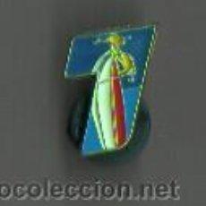 Coleccionismo deportivo: PIN CLIP DE ESQUI ACUATICO - VELA . Lote 45370342