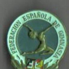 Coleccionismo deportivo: INTERESANTE PIN INSIGNIA DE LA FED - FEDERACIÓN ESPAÑOLA DE GIMNASIA. Lote 45599903