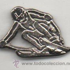 Coleccionismo deportivo: PIN DE DEPORTES-ESQUIADOR. Lote 195390486