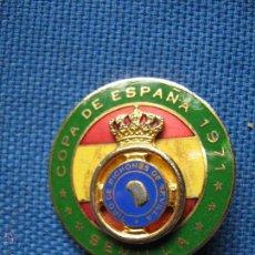 Coleccionismo deportivo: INSIGNIA DE IMPERDIBLE - COPA ESPAÑA 1971 TIRO DE PICHON - SEVILLA - 3 CM.. Lote 60215514