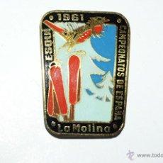 Coleccionismo deportivo: CAMPEONATOS DE ESPAÑA. ESQUI. LA MOLINA. AÑO 1961. INSIGNIA DE AGUJA. Lote 53857618