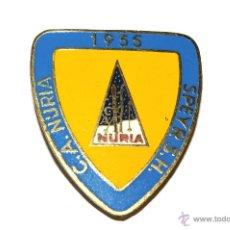Coleccionismo deportivo: C.A. NURIA. NURIA. ESQUI. AÑO 1955. INSIGNIA DE AGUJA. Lote 53857954