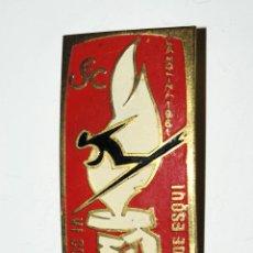 Coleccionismo deportivo: VI COMBINADA INTERNACIONAL DE ESQUI.LA MOLINA 1961. ESQUI. INSIGNIA DE AGUJA. Lote 53858170