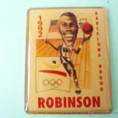 Coleccionismo deportivo: PIN'S DE BASKÉT DE BARCELONA 92 ROBINSON. Lote 138637702