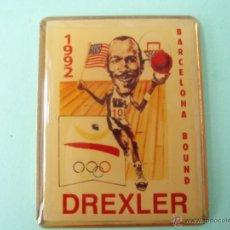 Coleccionismo deportivo: PIN'S DE BASKÉT DE BARCELONA 92 DREXLER. Lote 138637718