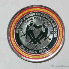 Coleccionismo deportivo: INSIGNIA DEL XIII GRAN PREMIO ES ESPAÑA DE ESQUI - 1973 COPA EUROPA BAQUEIRA BERET, MIDE 4,50 CMS. D. Lote 54317982