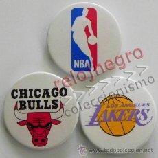 Coleccionismo deportivo: LOTE CHAPAS CON IMPERDIBLE NBA CHIGAGO BULLS LOS ANGELES LAKERS - CHAPA BALONCESTO EEUU LOGO -NO PIN. Lote 54501415