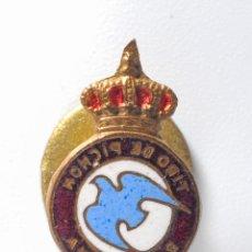Coleccionismo deportivo: PIN INSIGNIA DE METAL DE OJAL TIRO DE PICHON DE BARCELONA. Lote 54662831