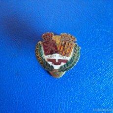 Coleccionismo deportivo: (P-133)INSIGNIA DE SOLAPA HOCKEY 1907 - 1957. Lote 56563082