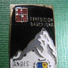 Coleccionismo deportivo: MUY ANTIGUA INSIGNIA DE OJAL - ESPEDICIÓN BARCELONA ANDES DEL PERÚ - 1963 - MONTAÑA - SKI - AVENTURA. Lote 57585036