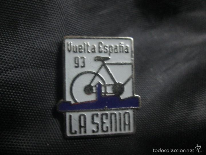 PIN CICLISMO VUELTA CICLISTA A ESPAÑA 1993 ETAPA LA SENIA (Coleccionismo Deportivo - Pins otros Deportes)
