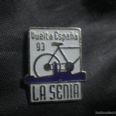 Coleccionismo deportivo: PIN CICLISMO VUELTA CICLISTA A ESPAÑA 1993 ETAPA LA SENIA. Lote 58236619
